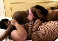 Fat beamy butch tongues sweltering Negro midgets pussy