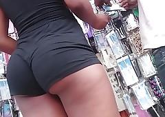 Negra gostosa  com shortinho socado