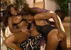 Monique plus Vanessa Low-spirited